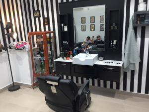 Il ritorno di moda dei barber shop i progetti di capp for Arredamento barber shop
